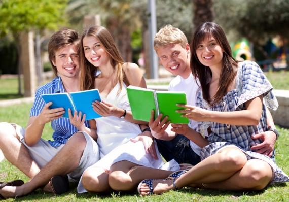 Nach dem Abitur studieren oder bewerben?